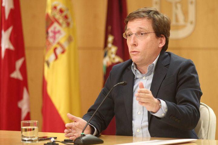 El alcalde de Madrid, José Luis Martínez- Almeida, durante su intervención en la reunión de la Junta de Gobierno de la ciudad de Madrid, en Madrid (España), a 26 de diciembre de 2019.