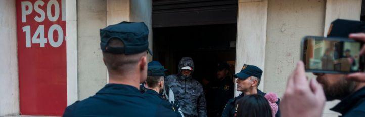 Miembros de Hogar Social irrumpen en la sede del PSOE