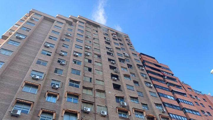 Un incendio en el cuarto de contadores obliga a desalojar un bloque