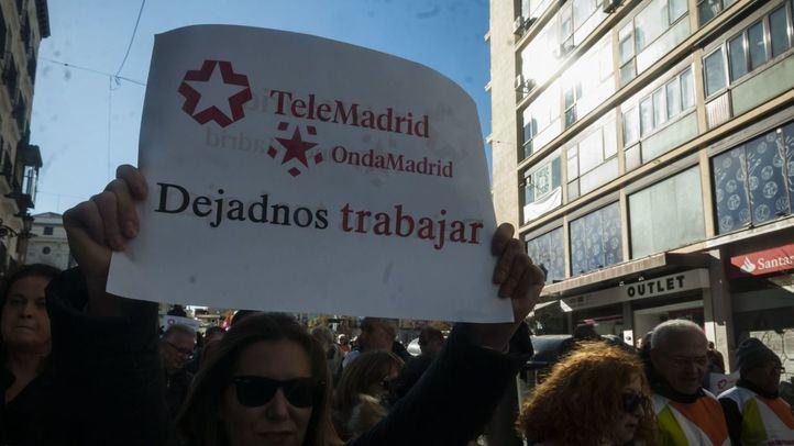 Los trabajadores de Telemadrid y Onda Madrid salen a la calle para defender el desbloqueo de su situación