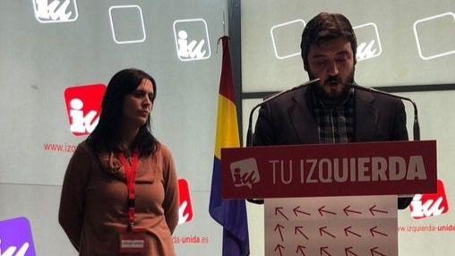 Los nuevos portavoces de IU en Madrid, Carolina Cordero y Álvaro Aguilera