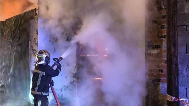 Nueve dotaciones de Bomberos extinguen un incendio en Leganés