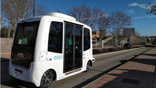 Autobús autónomo en la Plaza Mayor de la Universidad Autónoma de Madrid.