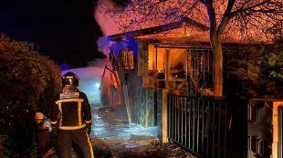 Un incendio calcina por completo un chalet en El Molar