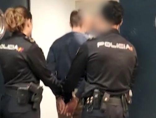 Dos jóvenes roban un coche en Coslada e intentan atropellar a un policía en su huida