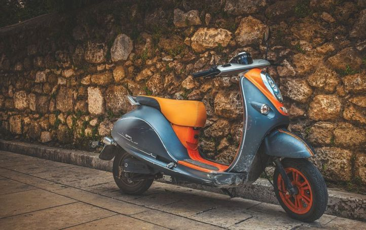 Línea Directa ayuda a reducir las emisiones de Co2 integrando motos eléctricas a su flota de vehículos