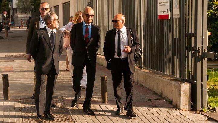 Jaime Botín (en el centro), a su llegada a los Juzgados de lo Penal.