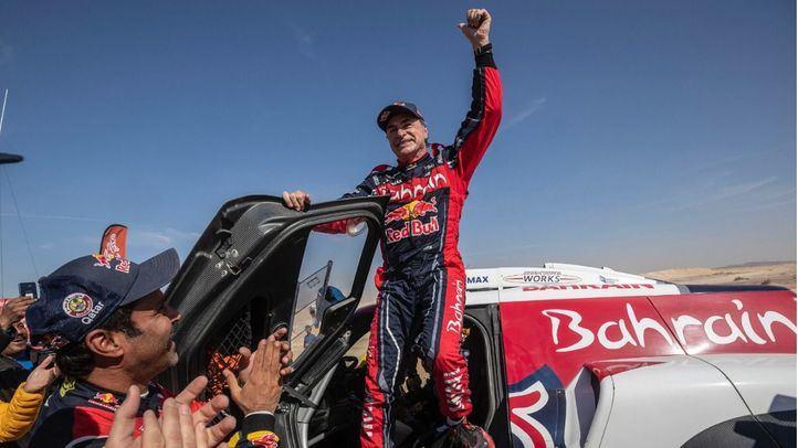 El piloto madrileño Carlos Sainz gana su tercer Rally Dakar.