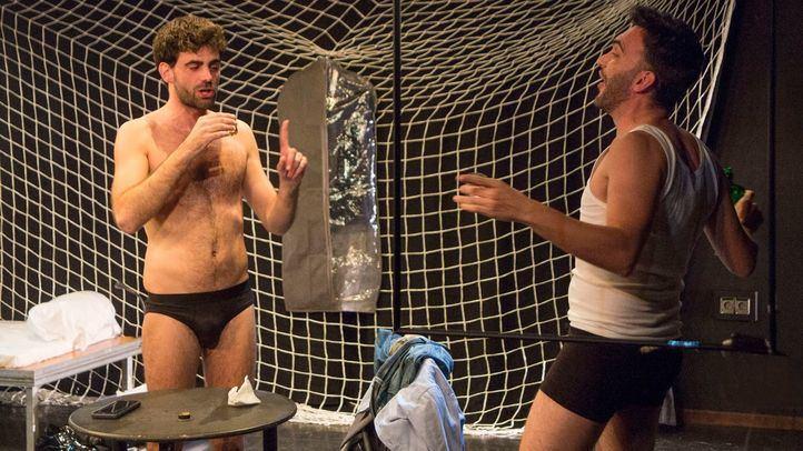 Momento de la obra 'Here comes your man', con Sergi Cervera y Marc Ribera