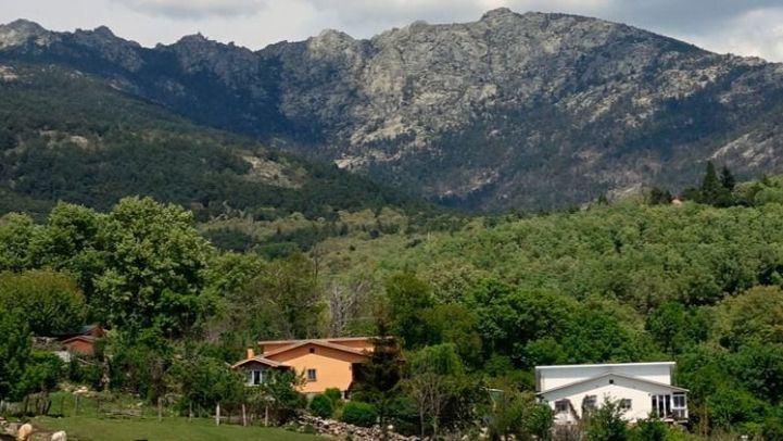 Cientos de vecinos de Cercedilla y Navacerrada, preocupados por la posible expropiación de sus viviendas