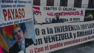 Los detractores de Juan Guaidó se manifiestan ante el Ministerio de Exteriores