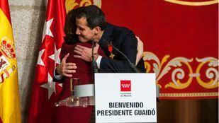 Juan Guaidó recibe las Llaves de Oro de Madrid y la Medalla Internacional de la Comunidad