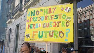 Protesta de los vecinos de Butarque por la construcción de un nuevo instituto