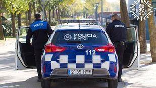 El hombre fue detenido por intentar agredir a varios agentes