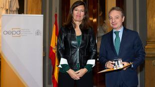La Fundación Mutua Madrileña recoge el premio de la AEPD por su labor en violencia de género