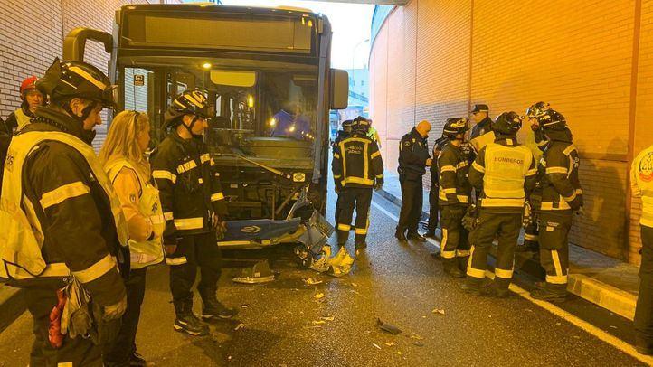 Muere un motorista tras chocar contra un autobús por conducir en sentido contrario