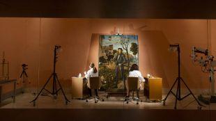Restauración a la vista de los visitantes en la sala 11 de la colección permanente.
