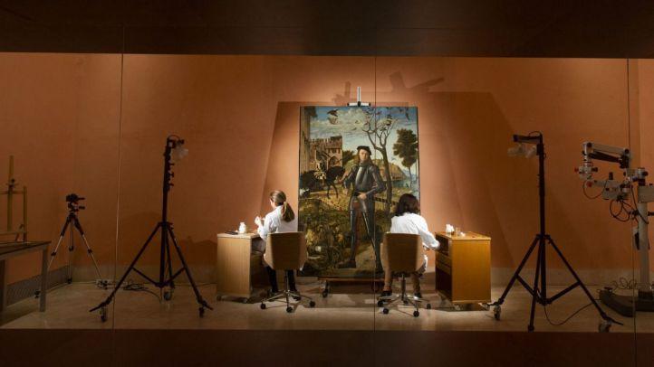 Restauración en directo de 'Joven caballero en un paisaje'