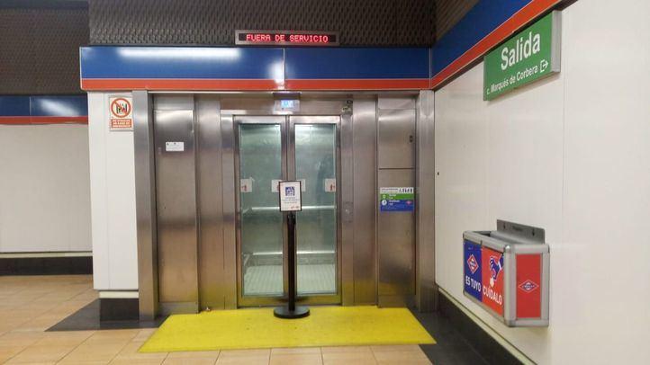Los vecinos de La Elipa amanecen de nuevo con el ascensor del Metro averiado