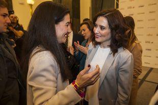 La presidenta de la Comunidad de Madrid, Isabel Díaz Ayuso, con la presidenta de Vox en Madrid, Rocío Monasterio