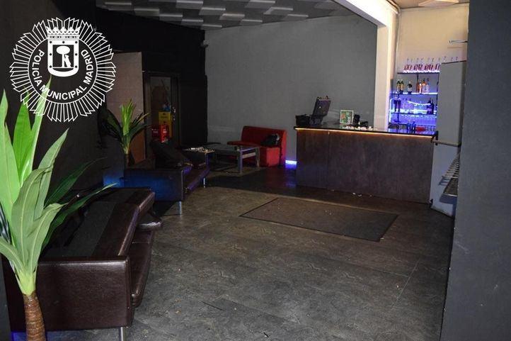 Rescatadas 60 personas atrapadas en una discoteca ilegal en Vallecas