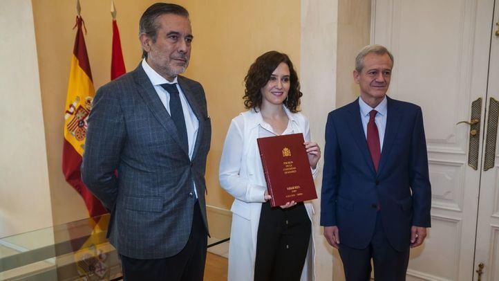 Díaz Ayuso recibe la memoria de la Fiscalía del año 2018