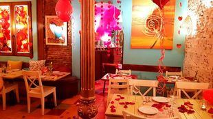 El restaurante 'Con 2 fogones' decorado para San Valentín.