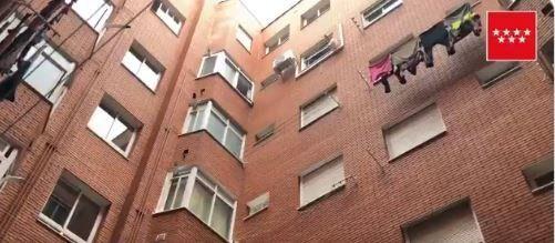 Muere tras caer por la ventana de su casa mientras limpiaba la fachada