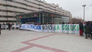 El metro de La Gavia ha sido el punto de encuentro para iniciar la marcha por el cierre de la incineradora de Valdemingómez