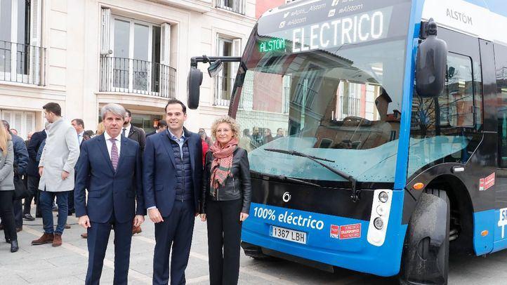 Garrido y Aguado presentan el primer autobús interurbano eléctrico