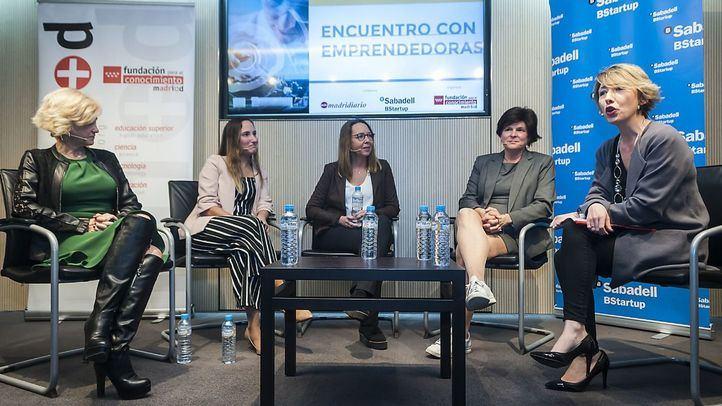 María Cano, directora de Madridiario, moderó el debate entre las cuatro emprendedoras.