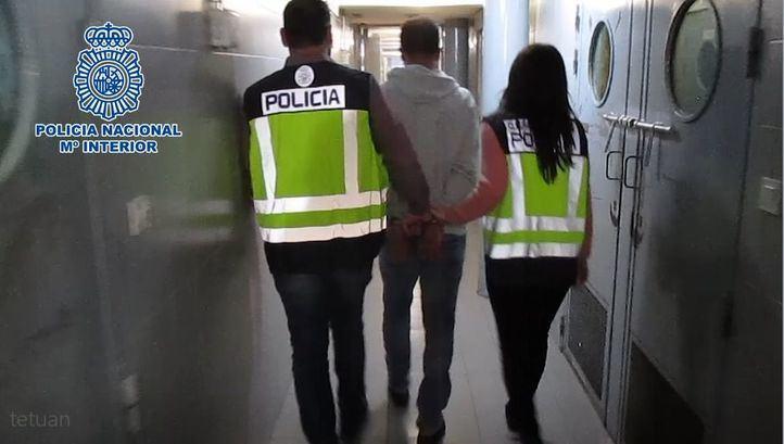 La Policía ha detenido al hombre por detención ilegal y violencia de género.