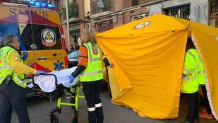 Una motocicleta con dos ocupantes arrolla a una mujer en Retiro