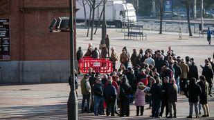Los nuevos aficionados taurinos se agolpan en Las Ventas para hacerse con un abono
