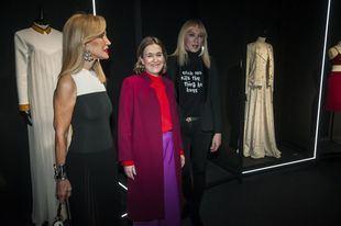 Carmen Lomana y Marta Rivera, en la exposición en homenaje a David Delfín