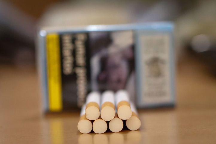 Sanidad declara la guerra al tabaco y apunta a una subida del precio de la cajetilla