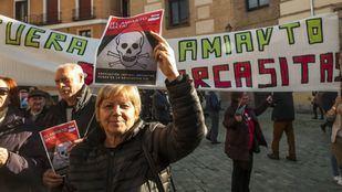 Protesta de los vecinos de Orcasitas por el amianto.