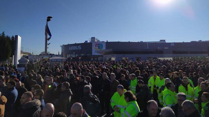 Primera concentración convocada por los sindicatos de Airbus tras el anuncio de los despidos.