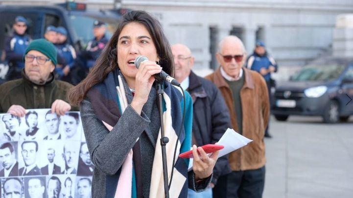 Miembros de Más Madrid reivindican el memorial de La Almudena con versos de Miguel Hernández