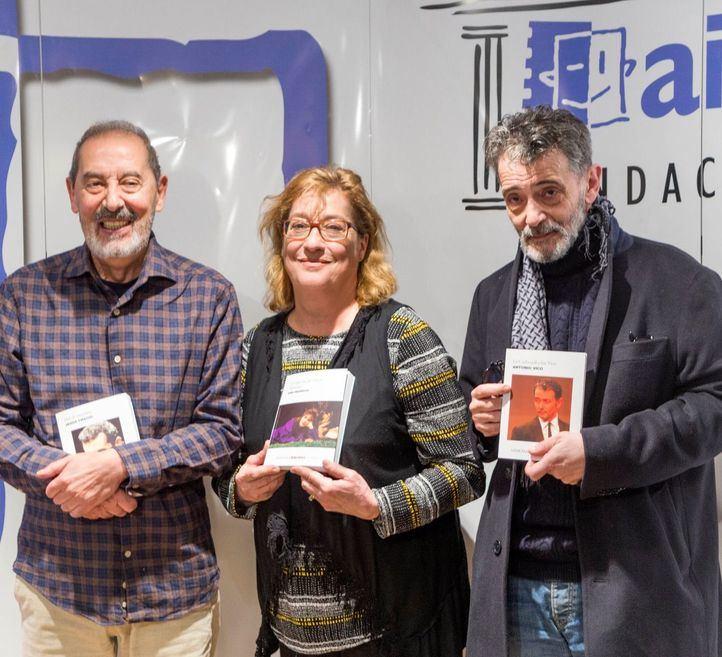 Jesús Cracio, Ana Marzoa y Antonio Vico con sus memorias