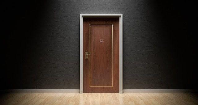 Lacado de puertas y mobiliario, el mejor método para proteger la madera