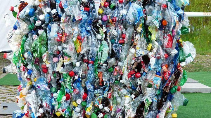 Nuevos impuestos al transporte aéreo y a los plásticos de un solo uso