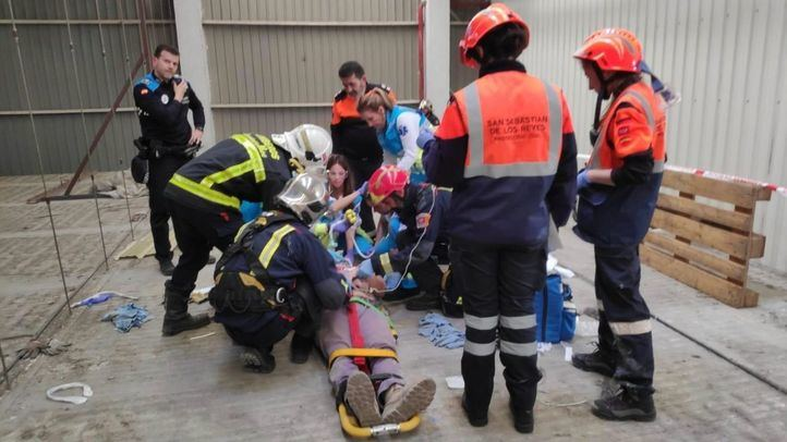 Herido muy grave tras caer desde una cubierta