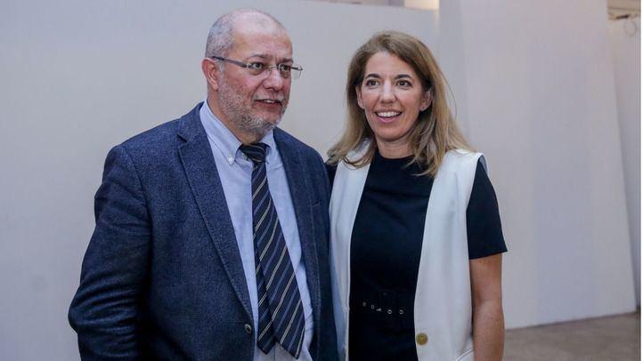 El diputado de Ciudadanos por Valladolid, Francisco Igea Arisqueta (i), junto a la diputada de Ciudadanos en la Asamblea de Madrid, Marta Marbán (d), tras el acto de la plataforma ´Ciudadanos Eres Tú'