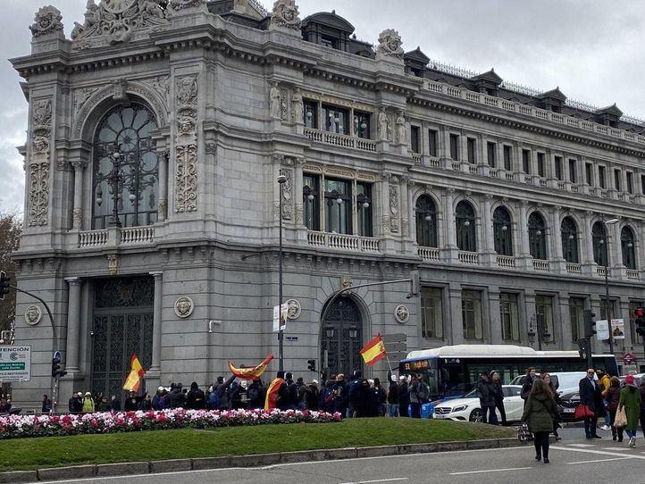 Los guardias civiles y policías cortan la calle Alcalá por la 'equiparación salarial'