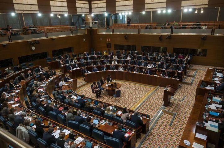 La Asamblea debatirá hoy la primera propuesta de Ley del Ejecutivo con todos los ojos puestos en el duelo Ayuso-Aguado