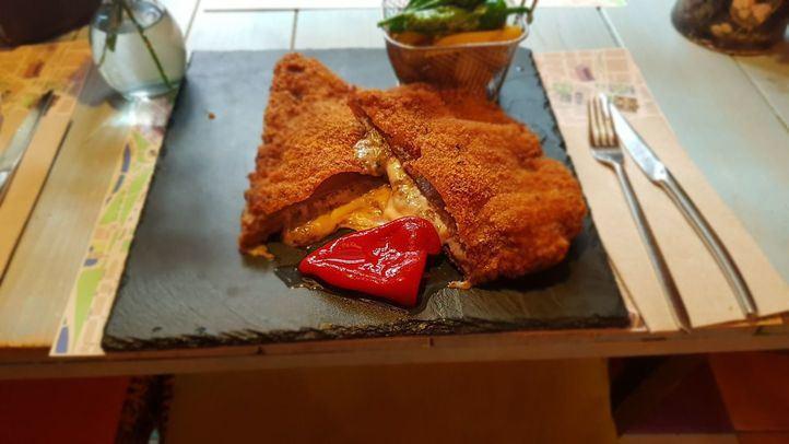 El restaurante 'Con 2 Fogones' celebra su homenaje al Cachopo