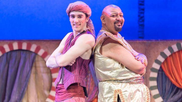 Gallo Ryan y Víctor Benedé (Aladino y el Genio de la Lámpara).