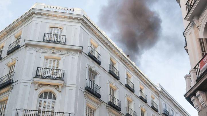 Sofocado un aparatoso incendio en las inmediaciones de la Puerta del Sol