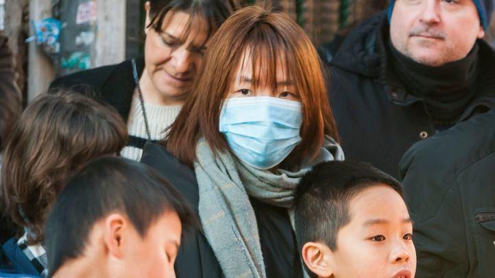 Mujer con mascarilla en Usera